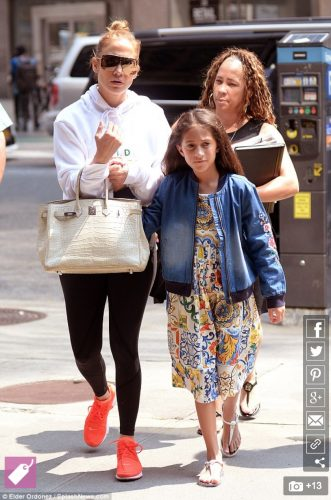 Jennifer_Lopez_is_the_cool_mom_in_hoodie_and_leggings_as_she_takes_daughter_Emme_shopping_in_NYC___Daily_Mail_Online